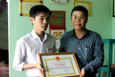 Sở Giáo dục và Đào tạo khen thưởng học sinh Nguyễn Hà Quang vượt khó, đạt thành tích cao