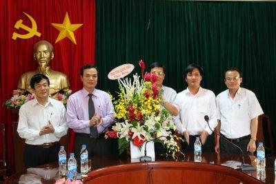 Phó Chủ tịch UBND tỉnh Đặng Ngọc Dũng thăm, chúc mừng Sở Giáo dục và Đào tạo nhân kỷ niệm Ngày Nhà giáo Việt Nam