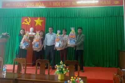 Sở Giáo dục và Đào tạo thăm, tặng quà Tết xã Sơn Bao, huyện Sơn Hà