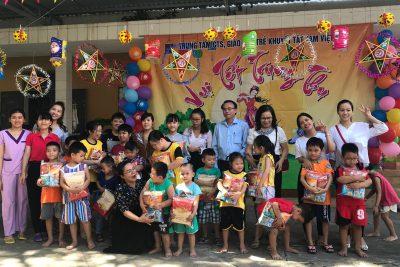 Thăm, tặng quà học sinh khuyết tật nhân dịp Tết Trung thu 2019