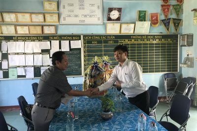 Thăm, tặng quà Tết xã Sơn Bao dịp Tết Nguyên đán Canh Tý