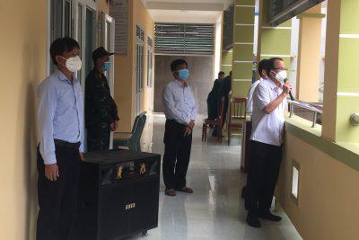 Thăm động viên học sinh, giáo viên tại huyện Mộ Đức đang thực hiện cách ly y tế