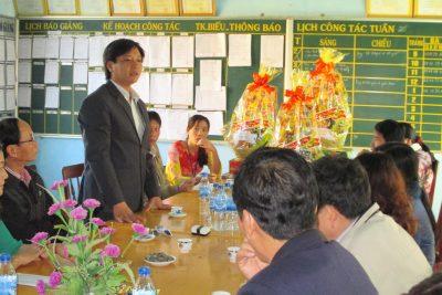 Sở Giáo dục và Đào tạo thăm và tặng quà tết cho học sinh nghèo xã Sơn Bao, huyện Sơn Hà