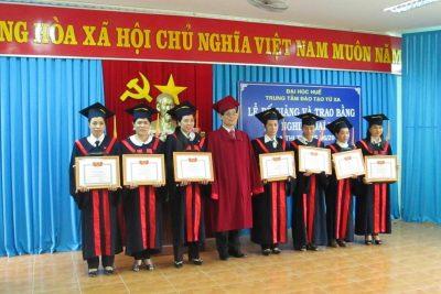 Đại học Huế trao bằng tốt nghiệp cho sinh viên Đại học hình thức từ xa Quảng Ngãi