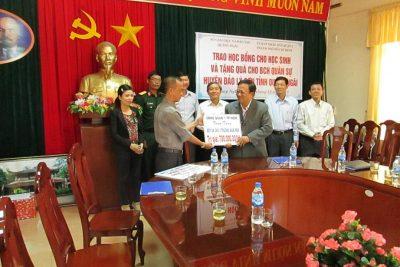 Ủy ban nhân dân Quận 1, Thành phố Hồ Chí Minh trao tặng nhà bếp cho 3 trường mầm non và học bổng cho học sinh ở Quảng Ngãi
