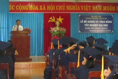Lễ Phát bằng tốt nghiệp khoá thi tháng 12/2013 tại Quảng Ngãi