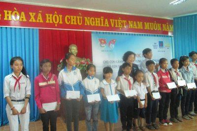 Trao học bổng cho con em ngư dân, cảnh sát biển, kiểm ngư Quảng Ngãi