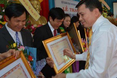 Tuyên dương những nhà giáo ưu tú và Toạ kỷ niệm 32 năm Ngày Nhà giáo Việt Nam