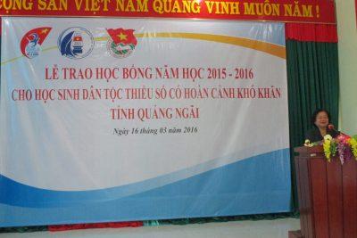 Trao học bổng cho học sinh huyện đảo Lý Sơn và học sinh dân tộc thiểu số huyện Minh Long, Ba Tơ.